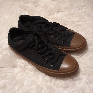 Nwot unisex black brown converse